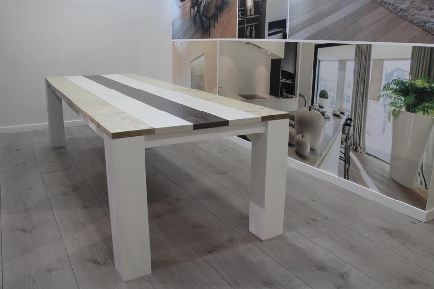 Grote tafel op maat, 10 personen, 300cm x 100 cm x 76cm