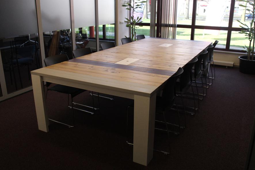 Industriele kloostertafel, vergadertafel met stalen onderstel, 8 personen